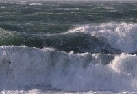امواج دو متری در خلیج فارس، تنگه هرمز و دریای خزر