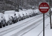 Snow, sleet threaten U.S. East Coast, hinder hundreds of flights