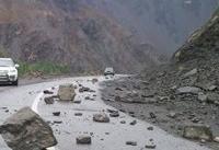 ریزش کوه، محور سوادکوه را مسدود کرد