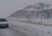 بارش برف تردد خودروها در جاده کرج - چالوس را کند کرد