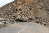 محور هراز به دلیل وجود خطر ریزش سنگ بسته شد
