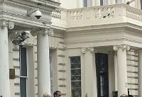بعیدینژاد: تعدادی از معترضان راه ورودی سفارت ایران در لندن را مسدود کردند