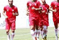 استقبال مجیدی از بازیکن استقلال در تمرین تیم امید/ عکس