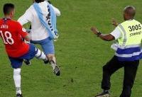 ضربه بازیکن فوتبال شیلی به جیمی جامپ+عکس و ویدیو