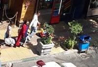 ماجرای عجیبی زنی که به ماموران حمله کرد و آینه خودروی پلیس را شکست/ تصاویر