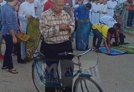 (تصویر) عاقبت فردی که سوار دوچرخه نماز خواند!