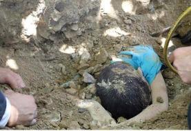 (+۱۶) مرگ دلخراش کودک مشهدی زیر خاکهای کامیون+ عکس