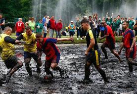 (تصاویر) فوتبال سخت روی گِل و لای