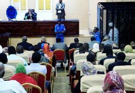 محاکمه عمر البشیر در قفس/ رشوه ۲۵ میلیون دلاری ولیعهد سعودی(+عکس)