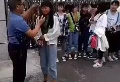 (تصاویر) پاک کردن آرایش صورت دختران دانش آموز توسط مسئولان مدرسه