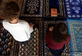 اقامه نماز جماعت به امامت ۲ زن بی حجاب در فرانسه (+ عکس)