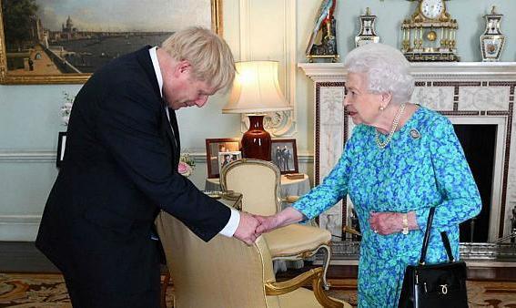 بوریس جانسون به ملکه دروغ گفت؟