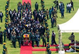 تشییع موگابه در استادیوم تقریبا خالی (+عکس)/ قهرمان استقلال یا نابودگر اقتصاد؟