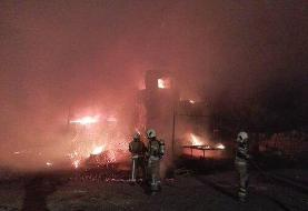 آتشسوزی انبار چوب در جاده خاوران/۲۰ گوسفند زنده در آتش سوختند