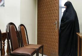 پوشش متفاوت شبنم نعمت زاده در دادگاه/ عکس