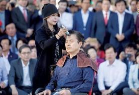 (تصاویر) رهبر مخالف کره موهای خود را در اعتراض به وزیر دادگستری تراشید