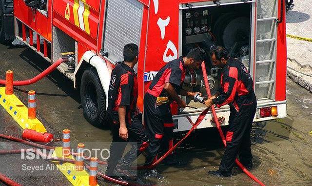 لحظات سخت ۱۰ زن و مرد در آتش سوزی ساختمان ۷ طبقه شرق تهران