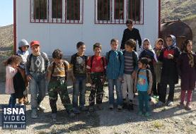 ویدئو / کمک خیرین جوان به دانشآموزان مناطق محروم