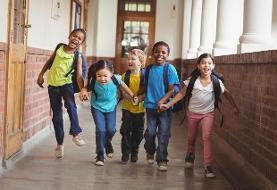 چطور با استرس روزهای اول مدرسه رفتن فرزندمان کنار بیاییم؟