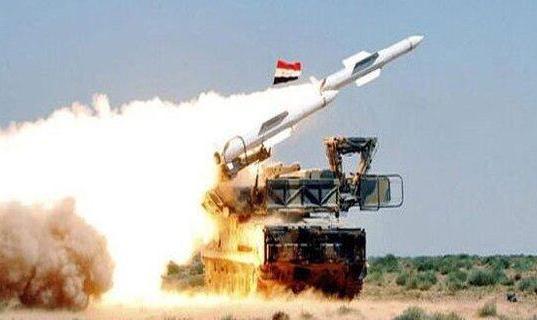 پدافند هوایی سوریه چندین موشک و پهپاد شلیکشده به پایگاه تی فور را ساقط کرد