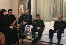 سردار حاجیزاده با خانواده یکی از شهدای هواپیمای اوکراینی دیدار کرد + عکس