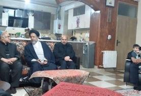 حضور وزیر اطلاعات در منزل خانواده یکی از شهدای سانحه هوایی
