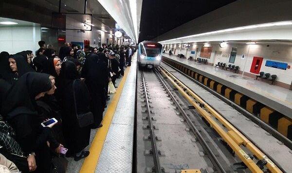 رهبر ایران امام جمعه این هفته تهران: مترو روز جمعه رایگان است