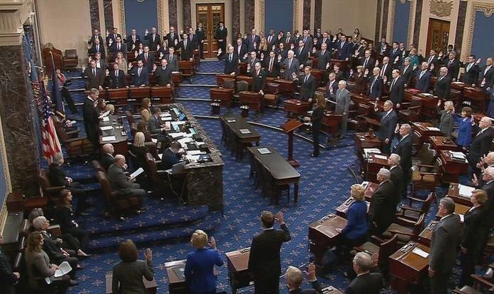 سناتورهای آمریکایی در آغاز روند استیضاح ترامپ در سنا سوگند یاد کردند