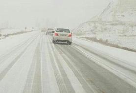 یخبندان و لغزندگی جادهها و معابر شهری در پی بارش برف