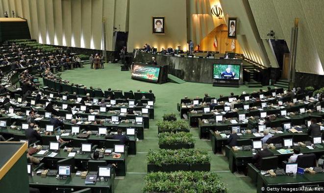 نمایندگان: چرا مجلس باید در شرایط بحران کرونا تعطیل شود؟
