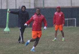 تمرین تیم فوتبال فولاد خوزستان نیمهتمام ماند