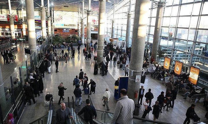 فیلم: روش کنترل ویروس کرونا در فرودگاه امام تهران را ببینید/ معاینه مسافران پروازهای چین به ایران