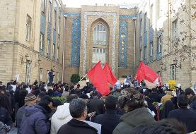 (تصاویر) تجمع در اعتراض به سخنان ظریف درباره مذاکره