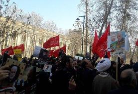 برگزاری تجمع «خودجوش» در اعتراض به سخنان ظریف مقابل وزارت خارجه