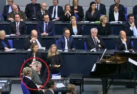 جنجال برسر چرت زدن رهبر راست های افراطی پارلمان آلمان در جریان سخنرانی رئیس جمهور اسرائیل
