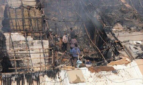 ادامه آتش سوزیهای زنجیره ای در کشور: بازارچه ساحلی دیلم آتش گرفت