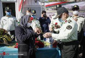 پلیس ۲۰ هزار شاخه گل و ماسک اهدا کرد