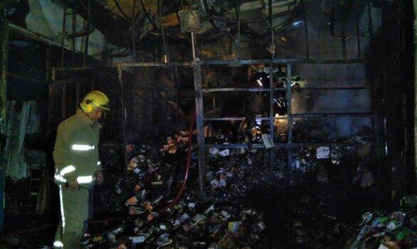 ادامه آتش سوزیهای زنجیره ای در کشور: ویدئو آتش سوزی چند انبار و کارگاه تولیدی لوازم برقی واقع در میدان امام خمینی