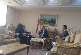 تقدیم رونوشت استوارنامه سفیر ایران در یمن به وزیر خارجه دولت نجات ملی این کشور