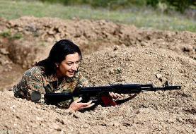 عکسی جالب از همسر نخست وزیر ارمنستان در لباس جنگ
