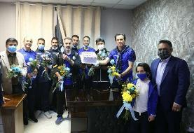 تبریک روز مربی به محمود فکری به سبک استقلالیها/عکس