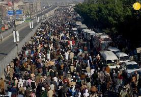 (تصاویر) سیل جمعیت در تشییع جنازه خادم حسین رضوی از رهبران تندرو پاکستان