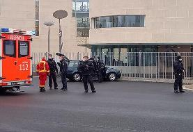 ببینید | حمله یک خودرو به ساختمان صدراعظمی آلمان