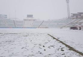 استادیوم تراکتور پوشیده از برف شد/عکس