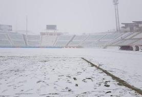 (عکس) ورزشگاه تبریز پوشیده از برف شد؛ تراکتور - سپاهان لغو میشود؟