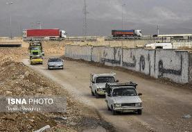 (تصاویر) ورود غیرمجاز خودروها به داخل شهر از جاده خاکی!