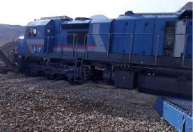 فرار قطار باری و خروج ۲ لکوموتیو از خط (+تصاویر)