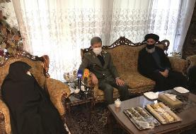 (عکس) حضور امیر حاتمی در منزل شهید فخری زاده