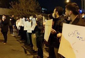 ببینید | شعار و خواسته اصلی تجمع مردمی مقابل شورای عالی امنیت ملی چیست؟