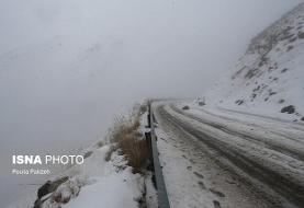 ترافیک سنگین در آزادراه کرج - قزوین/ بارش برف در جاده چالوس